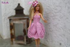 Puppenkleidung - **Kleid mit Perlen und Hut ** für Barbie ** rosa - ein Designerstück von Sabisilke bei DaWanda
