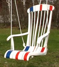 Riippukeinutuoli syntyy vanhasta keinutuolista Strömsön ohjeella. Kuva: Strömsö Outdoor Chairs, Outdoor Furniture, Outdoor Decor, Reuse, Upcycle, Rocking Chair, My Room, Diy And Crafts, Recycling