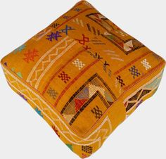 Authentique coussin de sol en laine marocaine dans la belle couleur.