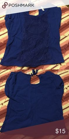 Blue crop top Blue crop top with decorative pattern on the front. Tie in the back. Xhilaration Tops Crop Tops