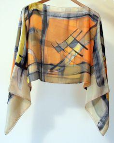 Personalizo tanto camisetas como vestidos de algodón. Tambien confecciono con seda pintada por mí diferentes modelos de blusas.