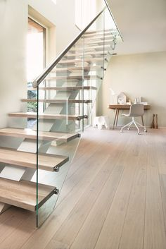 Bright, pure colors and clear, functional design make the design. BOEN Parkett. #Treppen www.budinski-einrichtung.de
