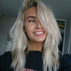 The smile and the hair Blonde hair models – Hair Models-Hair Styles Blonde Hair Looks, Bleach Blonde Hair, Medium Hair Styles, Short Hair Styles, Platinum Blonde Hair, Pretty Hairstyles, Work Hairstyles, Blonde Hairstyles, Casual Hairstyles