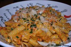 Rigatonis aux légumes sauce mascarpone (carottes, poivron rouge, oignon, ail, champignons de Paris, mascarpone, parmesan, sauce tomate, persil, huile d'olive, sel/poivre)