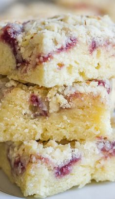 Raspberry Almond Bars - Moist, sweet, and full of almond flavor with a swirl of raspberry preserves and a crunchy crumbly crumb topping. Just Desserts, Delicious Desserts, Yummy Food, Baking Recipes, Cookie Recipes, Bar Recipes, Scone Recipes, Dessert Recipes, Gastronomia