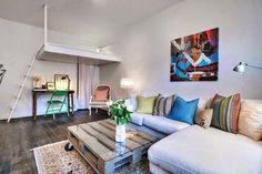 Nos encanta este apartamento pequeño con una cama integrada en doble altura. ¿Qué os parece? #home #sweethome #bathroom #decor #design