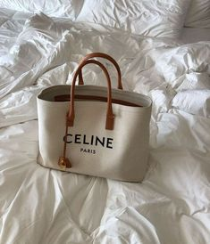 Daily Discoveries · But What Should I Wear Source by Bags purses Accesorios Casual, Branded Bags, Luxury Bags, My Bags, Fashion Bags, Fashion Fashion, Fashion Spring, Runway Fashion, Winter Fashion