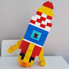 Here you see a rocket made of LEGO® Duplo, which we like from BRICKaddict. - toys for boys - Here you can see a rocket made of LEGO® Duplo, which was made by us BRICKaddict.de like! Manual Lego, Bloc Lego, Pokemon Lego, Technique Lego, Diy And Crafts, Crafts For Kids, Lego Challenge, Lego Club, Lego For Kids