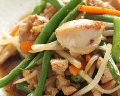 Salade de poulet à l'asiatique : http://www.fourchette-et-bikini.fr/recettes/recettes-minceur/salade-de-poulet-lasiatique.html