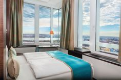 Motel One München-City Süd: The Isar flood plain, Hellabrunn Zoo and the famous Säbener Strasse, home of the FC Bayern München, are right at your feet. Motel One, München City, Changing Room, Relaxing Day, Window View, Beer Garden, Lounge Areas, One Design, Munich