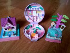 Batch of 3 retro Polly Pocket play scenes - Shady tree, Cozy cottage and Purple compact.