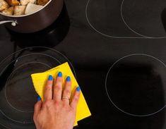 Κεραμική εστία σαν καινούρια με 3 κινήσεις - www.olivemagazine.gr Cleaning Recipes, Cleaning Hacks, Small Room Bedroom, Small Rooms, Bedroom Ideas, Sparkling Clean, Cleaners Homemade, Interior Design Living Room, Housekeeping