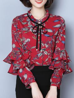 Learn latest ladies blouses, excellent for the next occasion or special occasion. Blouse Styles, Blouse Designs, Simple Outfits, Casual Outfits, Blouses For Women, Ladies Blouses, Colorful Fashion, Timeless Fashion, Crew Neck
