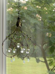 A melted marble sunshower chandelier by cassie bell Wire Wrapped Jewelry, Wire Jewelry, Wire Chandelier, Chandeliers, Sculpture Romaine, Copper Wire Crafts, Barbed Wire Art, Wire Ornaments, Deco Nature