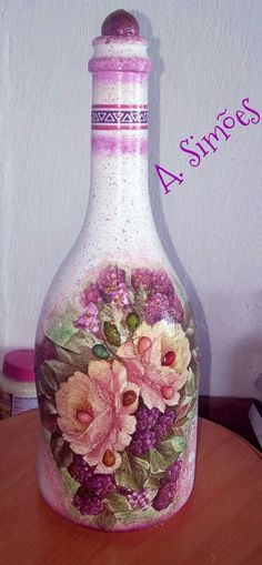 Recycled Glass Bottles, Glass Bottle Crafts, Wine Bottle Art, Painted Wine Bottles, Glass Jars, Christmas Decoupage, Hand Painted Plates, Altered Bottles, Dyi Crafts