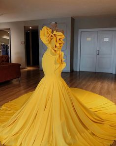 Beautiful prom and pageant gown! View more beautiful gowns by browsing Pageant Planet's dress gallery! Yellow Evening Dresses, Cheap Evening Gowns, Formal Dresses, Wedding Dresses, Yellow Dress Wedding, Yellow Homecoming Dresses, Yellow Gown, Club Dresses, Mermaid Prom Dresses