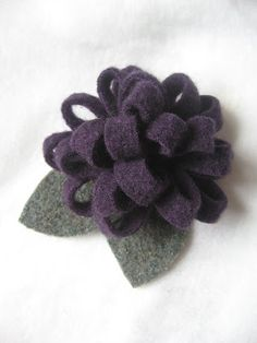 Upcycled Creatively: Upcycled loopy style felt flower brooch - Tutorial