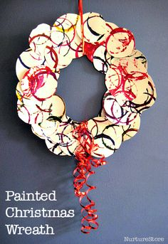 simple Christmas wreath for kids :: easy Christmas crafts for kids