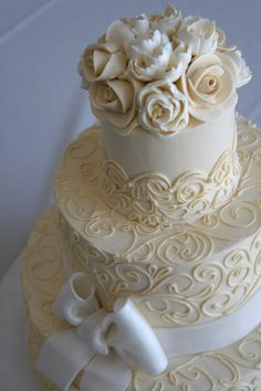 buttercream vintage wedding cakes love the scroll work on this cake Cream Wedding Cakes, Buttercream Wedding Cake, Wedding Cakes With Cupcakes, Cupcake Cakes, Ivory Wedding Cake, Bow Wedding, Buttercream Flowers, Beautiful Wedding Cakes, Gorgeous Cakes