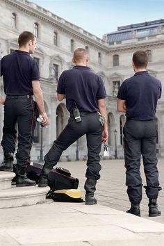 bealtiful ass in uniform.