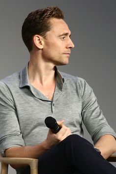 Tom Hiddleston attends Apple Store Soho Presents Meet The Actor: Tom Hiddleston, I Saw The Light at Apple Store Soho on March 25, 2016 in New York City. Higher resolution image: http://ww3.sinaimg.cn/large/6e14d388gw1f2ahh5hx22j22bc1obtto.jpg Source: Torrilla, Weibo http://www.weibo.com/1846858632/Do4aJaIZJ?from=page_1005051846858632_profile&wvr=6&mod=weibotime&type=comment#_rnd1459022071158