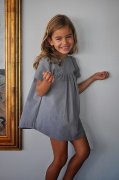 Grey dress perfection, wouldn't change a thing! No sin Valentina #estella #kids #fashion