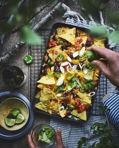 BBQ BBQ Nachos Buying The Right Type Of Mens Watches Apart from telling him what time it is, a watch Soirée Bbq, Barbecue Recipes, Bbq Grill, Bbq Nachos, Pork Brisket, Bbq Desserts, Best Bbq, Bbq Party, Summer Bbq
