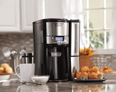 The Hamilton Beach BrewStation coffee maker offers convenient one-hand dispensing without a conventional glass carafe. There's no pouring or spills, and nothing fragile to break and replace. Pod Coffee Makers, Best Coffee Maker, Drip Coffee Maker, Iced Coffee Drinks, Coffee Tasting, Great Coffee, Hot Coffee, Coffee Geek, Tabletop