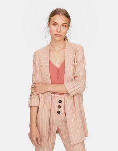 Flowing blazer - Coats and Jackets Blazers, Dior Fashion, Womens Fashion, Boho Chic, Working Girl, Blazer Outfits, Spring Outfits, Work Wear, Ideias Fashion