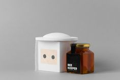 """""""Beekeeper"""" is a unique thyme honey produced by the company """"Ergastiri Meliou"""" with an eye-catching packaging design made of wood, acrylic paint and white tulle."""