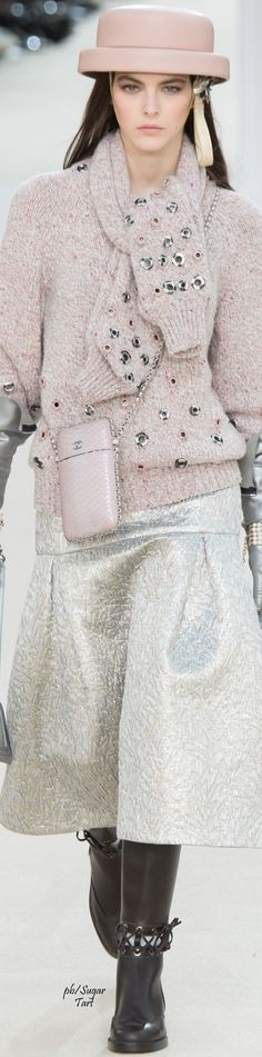 Chanel prêt-à-porter automne-hiver 2016-17 #ChanelFallWinter2017 | espritdegabrielle.com #espritdegabrielle