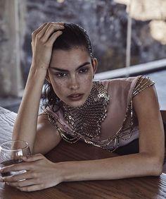 Vogue-Australia-November-2017-Zoe-Barnard-Nicole-Bentley-10.jpg