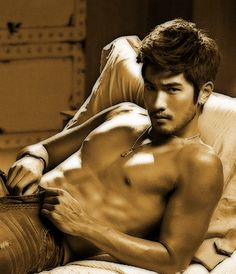 Malec fellas out there - Godfrey Gao aka our Magnus is fucking hot! +.+