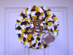 Jen of The Creative Cubby shows her college pride with this adorable felt wreath made with materials from Hobby Lobby!