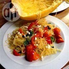 Spaghettikürbis, vegetarisch, vegetarisches Hauptgericht, Feta und Tomaten http://de.allrecipes.com/rezept/12974/spaghettik-rbis-mit-feta-und-tomaten.aspx