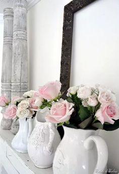 vasi-bianchi-fiori-rosa