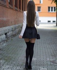Skirt Outfits, Sexy Outfits, Sexy Dresses, Girls Dresses, Fashion Outfits, Fashion Heels, Beautiful Legs, Beautiful Women, Foto Top