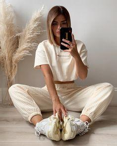 Neutral Style, Balenciaga, Hair, Vintage, Fashion, Moda, Fashion Styles, Vintage Comics, Fashion Illustrations