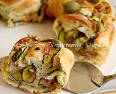 Rotolo pasta pane farcito con zucchine e pancetta:ottimo antipasto,perfetto per buffet.Il segreto è un impasto base di pasta pane soffice,profumato,saporito