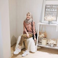 Best Ideas For Style Hijab Remaja Gemuk – Hijab Fashion 2020 Hijab Casual, Ootd Hijab, Hijab Chic, Hijab Teen, Simple Hijab, Hijab Dress, Modern Hijab Fashion, Street Hijab Fashion, Muslim Fashion