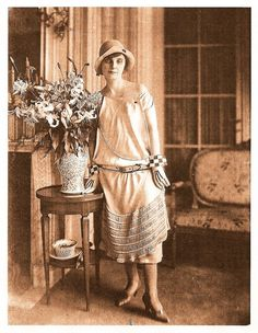 Anna de Noailles in the - check out the gloves. 20s Hair, Anna, Magic Realism, Midi Length Skirts, Elisabeth, Harlem Renaissance, Edwardian Era, Women In History, Belle Epoque