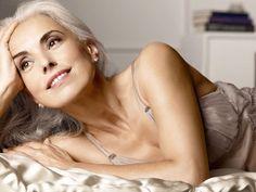 Yasmina Rossi, mannequin de 59 ans au corps de rêve grâce à un mode de vie sain ! * Chloé Fashion