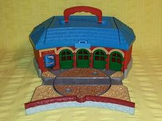 Thomas The Train Roundhouse Take Along N Play Tidmouth Shed The Learning Curve