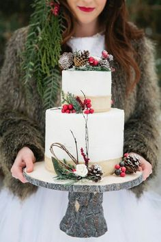 Winter Cake, for a Christmas party or even a winter wedding. Love the rustic wood cake pedestal. Christmas Wedding Cakes, Holiday Cakes, Winter Wedding Cakes, Winter Torte, Winter Cakes, Winter Wedding Inspiration, Wedding Ideas, Wedding Themes, Christmas Inspiration
