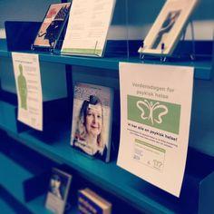 Vi har alle en psykisk helse! I dag er det verdensdagen for psykisk helse! #sehverandre #kastmaska #verdensdagen #psykiskhelse #bibliotek #loddefjordbibliotek