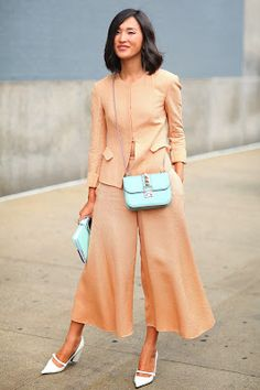 Hot Shots: The Best Street Style at NYFW (Updated!: Nicole Warne looked completely lovely in pastels. Nyfw Street Style, Looks Street Style, Cool Street Fashion, Street Chic, Street Styles, Ny Fashion Week, New York Fashion, Star Fashion, Girl Fashion