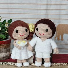 It is the only romantic thing to hold a beach wedding. #weddingdolls #wedding #saplanetoriginals #crochet #handmade #amigurumi #decoration #gifts #beachwedding