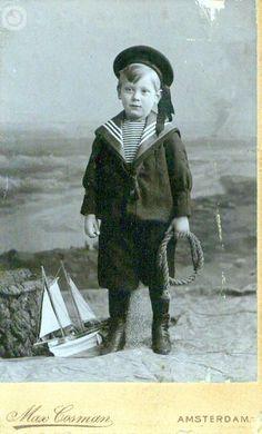 Dutch sailor boy, photostudio Max Cosman Amsterdam Vintage Children Photos, Vintage Pictures, Vintage Images, Antique Photos, Vintage Photographs, Old Photos, Style Vintage, Vintage Prints, Beach Costume