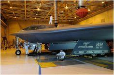 Hôm thứ năm hai chiếc máy bay ném bom tàng hình B-2 Spirit đã tấn công vào vị trí của Nhà nước Hồi giáo IS ở Syria, tờ Business Insider dẫn nguồn tin từ Bộ Quốc phòng Mỹ. Hai máy bay Spirit of Pennsylvania và Spirit of Georgia đã ném khoảng 100 quả bom có hệ thống dẫn đường chính xác xuống các ...