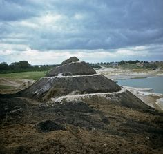 Robert Smithson: Broken Circle/Spiral Hill, 1971. Emmen, The Netherlands. Site: Sand quarry of the Z.E.M. Emmen B. V. Company, owned by Gerard De Boer.